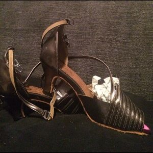 Shoes - NWOT Bronze colored dance shoes