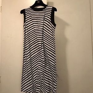 Marc Jacobs Dresses & Skirts - Marc Jacobs Sleeveless dress