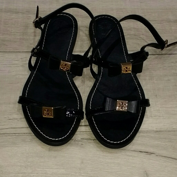 5fc8516aad45 Tory Burch Kailey bow flat sandals. M 58d08961a88e7d590302c0e2
