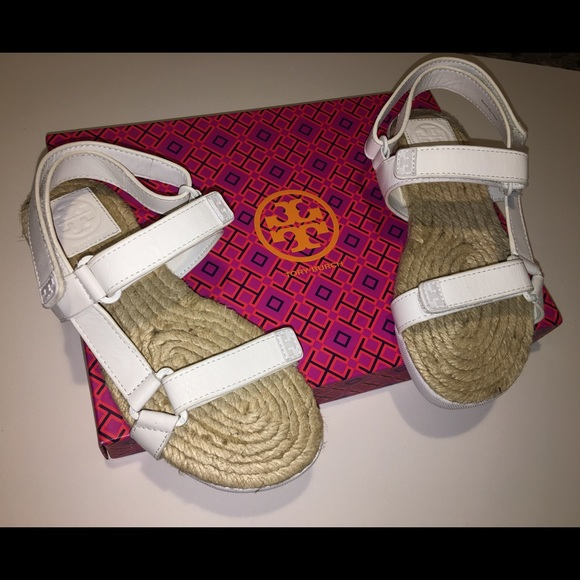 96157f92387d11 NIB Size 5.5 Tory Burch White Velcro Sandals 🎀