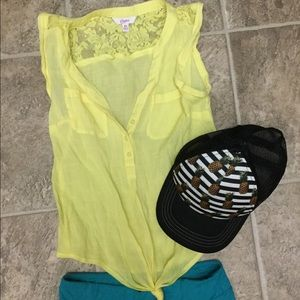 Tops - Ladies awesome Yellow tie front xs tank