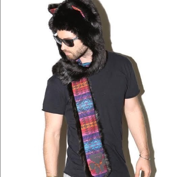 Spirithoods Black Wolf Goa animal hat. M 58d0ad134e95a30e4f141ffd a765827a632