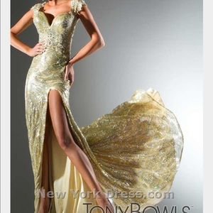 Tony Bowls Dresses & Skirts - Gorgeous Tony Bowl Gold Sequins Prom/Evening Gown
