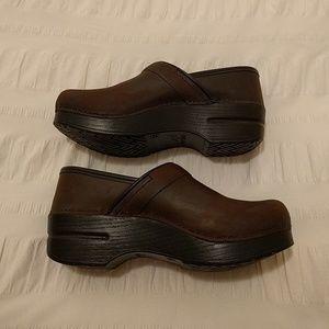 Dansko Shoes - Dansko Oiled Brown Leather Clogs