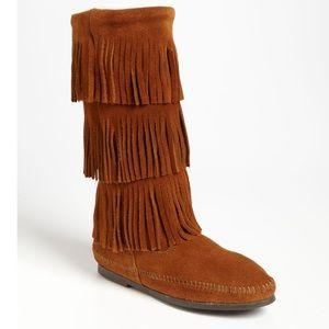 Minnetonka Shoes - NWOT Minnetonka Three Layer Fringe Suede Boots 8