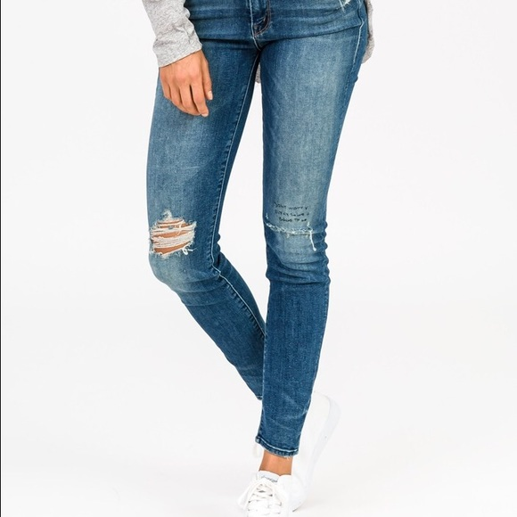 High Waisted Looker Ankle Lace Fray Jean. - size 28 (also in 23,24,25,26,27,29,30) Mother