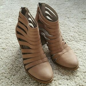 hinge Shoes - Hinge shoes size 6 1/2