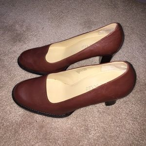 AEROSOLES Shoes - Aerosoles brown pumps, 7