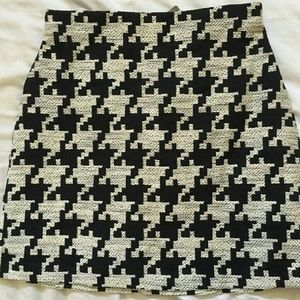 H&M hounds tooth skirt never worn size 10