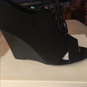 Black heel open toe bootie