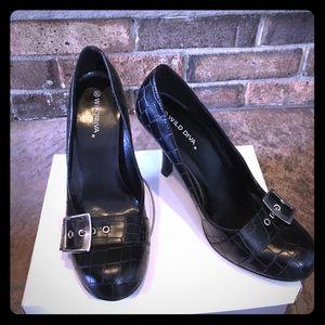 Shoes - Black pumps never worn