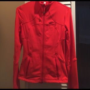 Red Lululemon jacket in great condition!!! Size 4