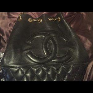 Classic Handbags - Quilted shoulder handbag