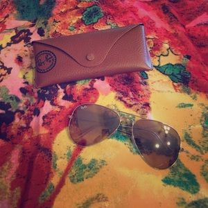 Gold Ray-Ban Avaitors