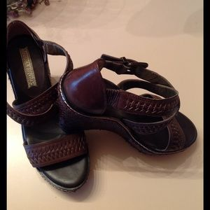 Banana Republic brown woven leather sandals