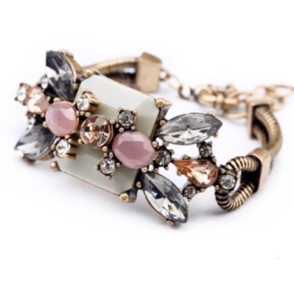 Jewelry - Vintage Bouquet bracelet!