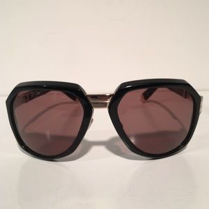 DSQUARED Other - Dsquared Black Hold Sunglasses