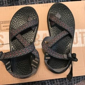 Chaco Shoes - Grey toe strap chacos