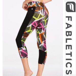 Fabletics Pants - 👟NWT Fabletics Penzy Capri -M/8