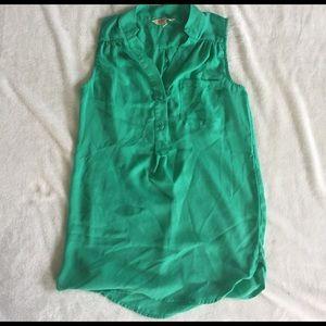 myrtlewood Tops - sheer green top size S