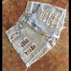 Levi's Pants - Levi's $7 when you bundle 3 shorts or denim skirts