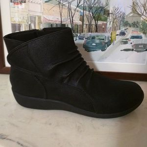 Clarks Shoes - NIB Clarks Cloud Stepper cushioned Bootie