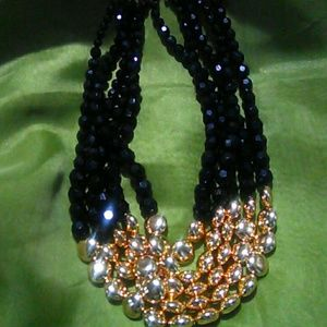 Sophia & Kate  Jewelry - Gold and black beaded necklace