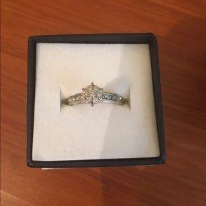 Zales Jewelry - Zales 10 K diamond ring total weight 1/2 carat ❤