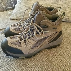 Vasque Shoes - Goretex Hiking Boots with Vibram Soles - Dark Tan