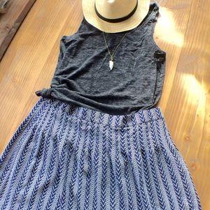 GAP Dresses & Skirts - Pin-tuck Zig-Zag print Navy skirt GAP 🌞SPRING🌈🌺