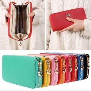 Handbags - 🆕Full Size Zipper Bow Wallet