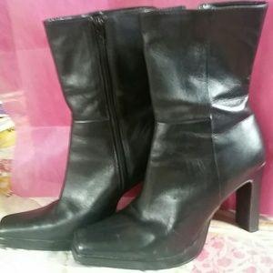 Black Steve Madden Starlet Ankle Boots
