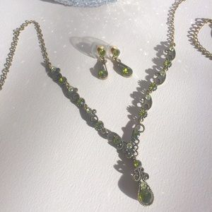 Jewelry - Necklace/Earring set
