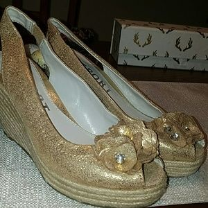 Report Shoes - 🍭NEW ITEM 🍭 Golden Peep Toe Espadrilles