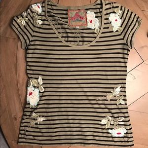 Johnny Was Tops - Johnny Was JW flower embroidered t shirt olive