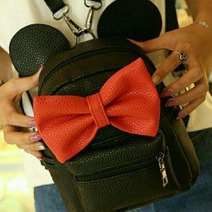 Georgous Minnie mouse bag.