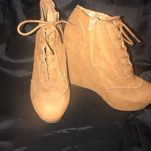 shoedazzle  Shoes - Tan/brown tie-up wedges