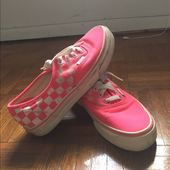 1acdce85ca7c34 Neon pink checkerboard authentic vans