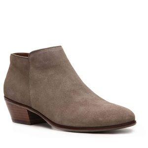 Crown Vintage Shoes - 💥SALE💥Crown Vintage Suede Booties