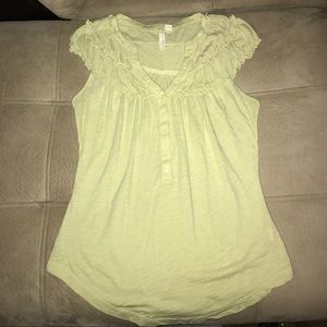 Anthropologie little yellow button top!