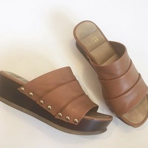 Eileen Fisher tan leather clogs
