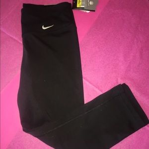 "Nike Pants - 🌺NEW LISTING🌺NWT NIKE ""LEGEND"" CAPRIs"