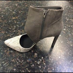 Steve Madden Shoes - Steve Madden Vyceroy cut out heels.