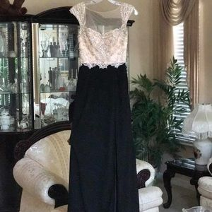 Alice McCall Dresses & Skirts - Beautiful Champagne And Black Prom Gown With Slit