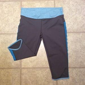 Fabletics Pants - Fabletics workout crop leggings