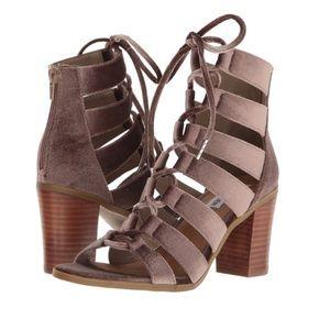 Steve Madden Shoes - 💫🆕 Steve Madden Bensin- V Heels💫