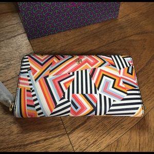 Tory Burch Handbags - Tory Burch Kerrington continental zip wallet