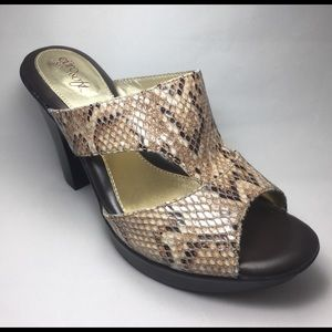 Sofft Shoes - NWOT. Sofft Euro Faux Python 4in Heels Size 8.5.