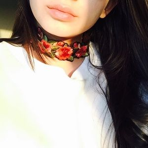 Floral Embroidered Choker 
