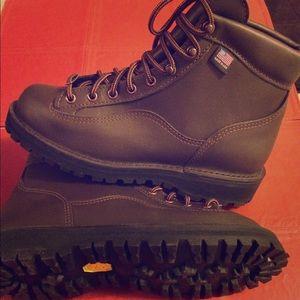 Danner Shoes - Pristine new leather Danner vibram explorer boot